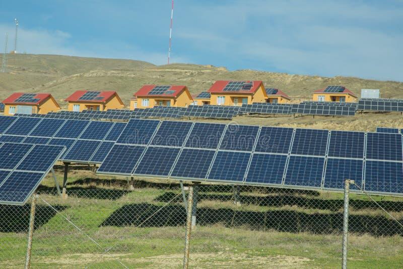 Zasilający elektryczność systemu dom Panel słoneczny, photovoltaic, alternatywny elektryczności źródło, - pojęcie podtrzymywalny  obrazy royalty free
