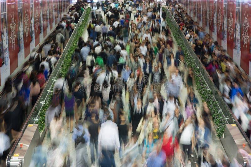 Zatłoczeni ludzie w Azja mieście - Hong Kong zdjęcia royalty free