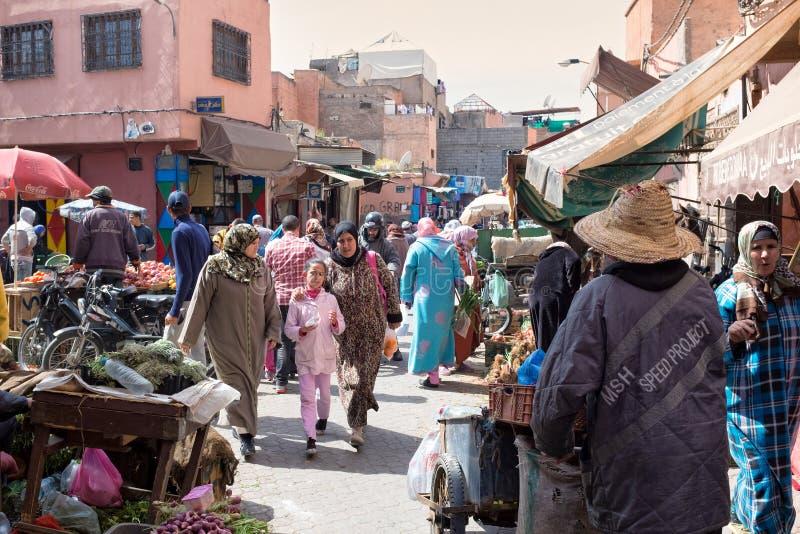 Zatłoczony rynek w Marrakesh Medina, Maroko zdjęcie royalty free