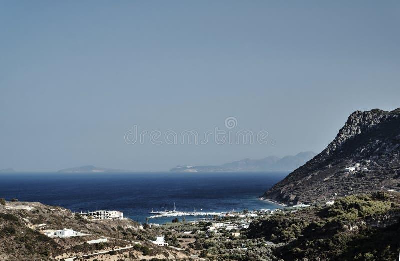 Zatoka i skalisty wybrzeże morze egejskie zdjęcia royalty free