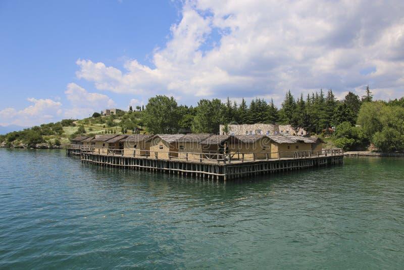Zatoka kości Muzealne na wodzie na pięknym Jeziornym Ohrid, republika Północny Macedonia obraz stock