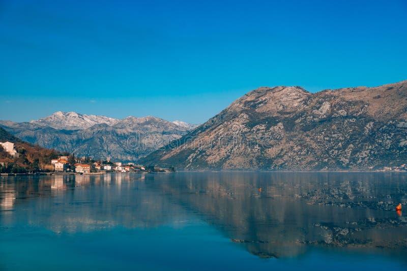Zatoka Kotor śnieg w górach obraz stock