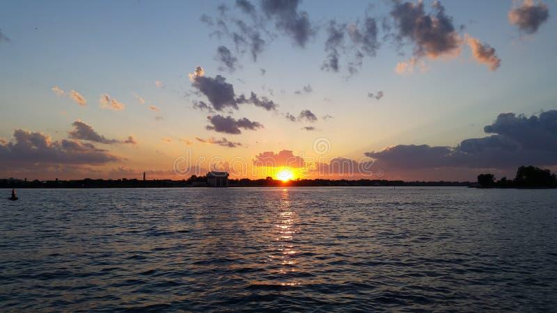 zatoka nad zachodem słońca zdjęcie stock