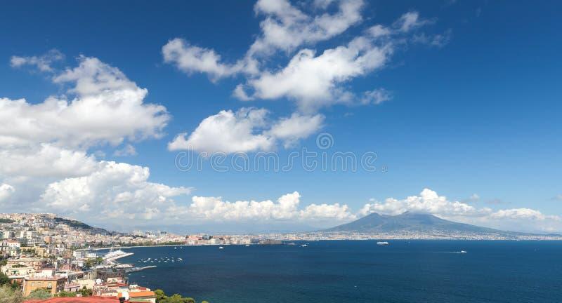 Zatoka Naples krajobraz z górą Vesuvius obrazy royalty free