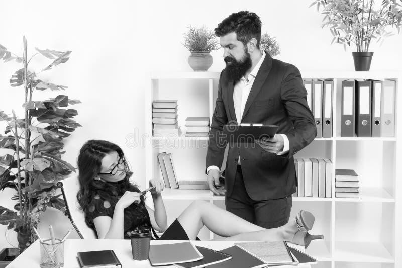 Zatrudnij zastępców dla personelu zawodowego Pracownik etatowy Przedsiębiorca i pracownica Administracja seksowna obrazy royalty free
