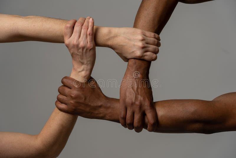 Zatrzymuje rasizm, konceptualnego wizerunek i dyskryminacj?, przeciw nietolerancyjno?ci fotografia royalty free