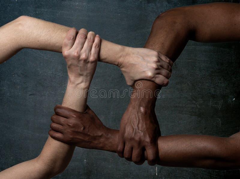 Zatrzymuje rasizm, konceptualnego wizerunek i dyskryminacj?, przeciw nietolerancyjno?ci zdjęcia royalty free
