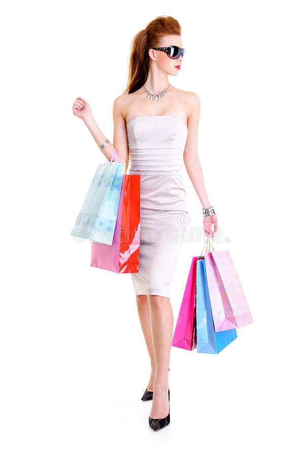 Zauberfrau mit Einkaufenbeuteln in den Händen lizenzfreies stockbild