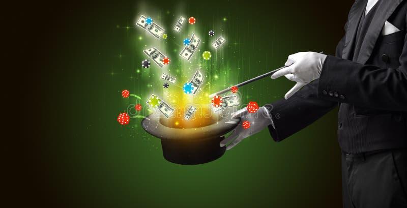 Zauberkünstler beschwören Glück von einem Zylinder stockfoto