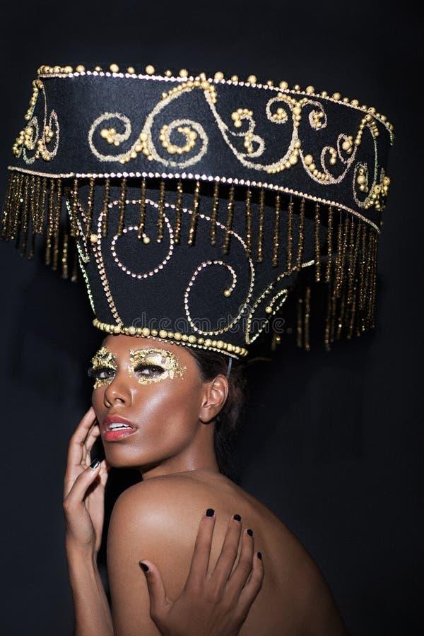 Zauberportrait der schönen Frau stockfoto