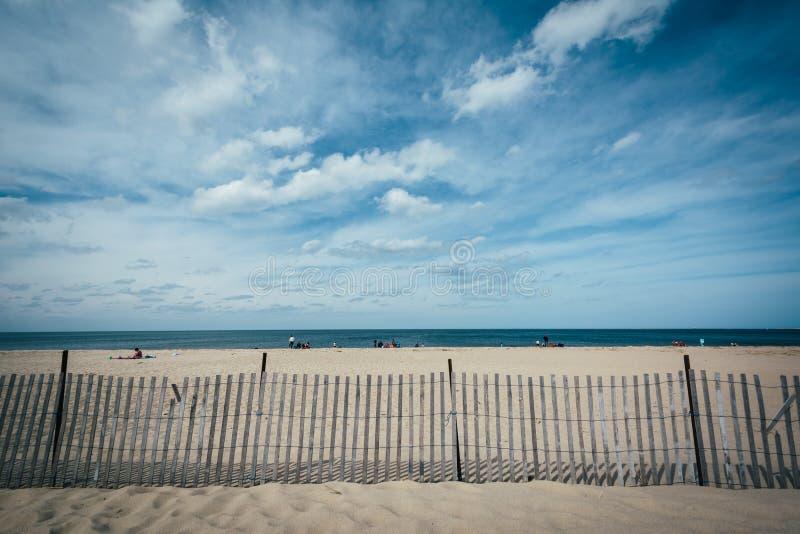 Zaun auf dem Strand in Lewes, Delaware stockbild