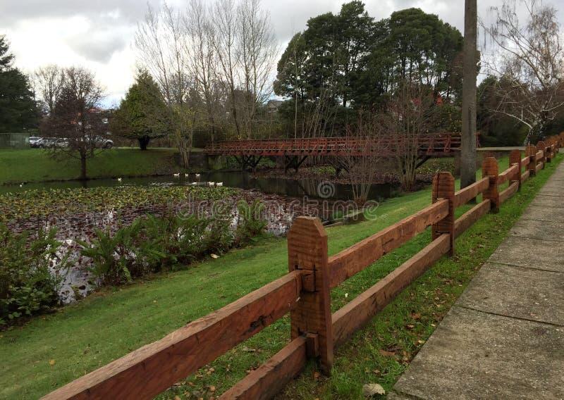 Zaun in einer Nachbarschaft stockfoto