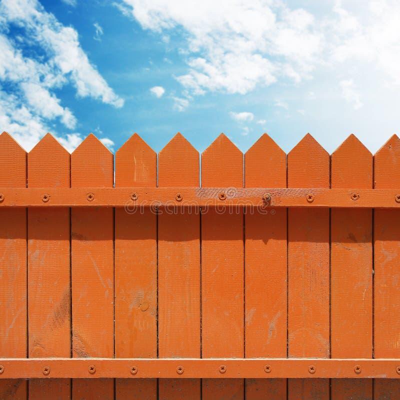 Zaun mit Himmel stockfotos