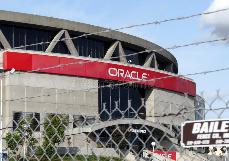 Zaun um Oracle-Arena in Oakland, Kalifornien stockfotografie