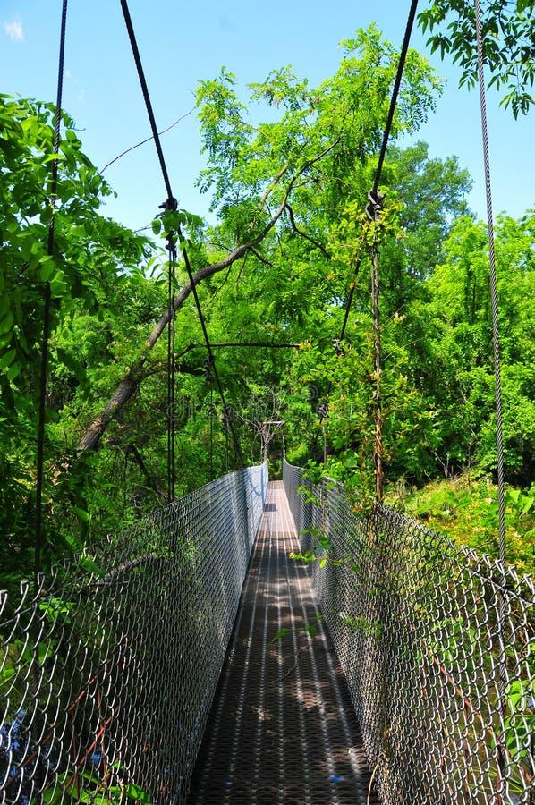 Zawieszenie most nad wodą przy Horton Lenieje obrazy royalty free