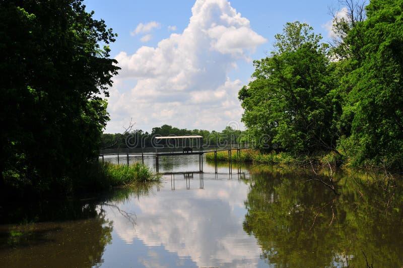 Zawieszenie most nad wodą przy Horton Lenieje zdjęcie royalty free