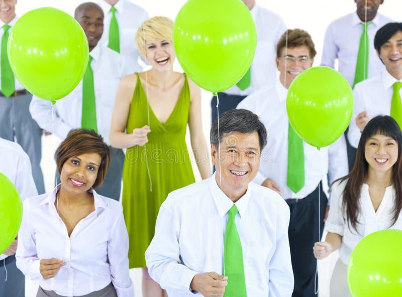 Zawodów międzynarodowych Zieleni ludzie biznesu Spotyka balon obrazy stock