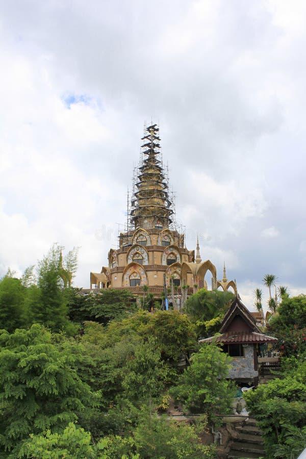Zawodnik bez szans główny świątynny budynek przy Pha Sorn Kaew który dostawał odnawiącym obraz royalty free