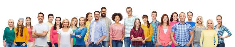 Zawody międzynarodowi grupa szczęśliwi uśmiechnięci ludzie zdjęcia royalty free