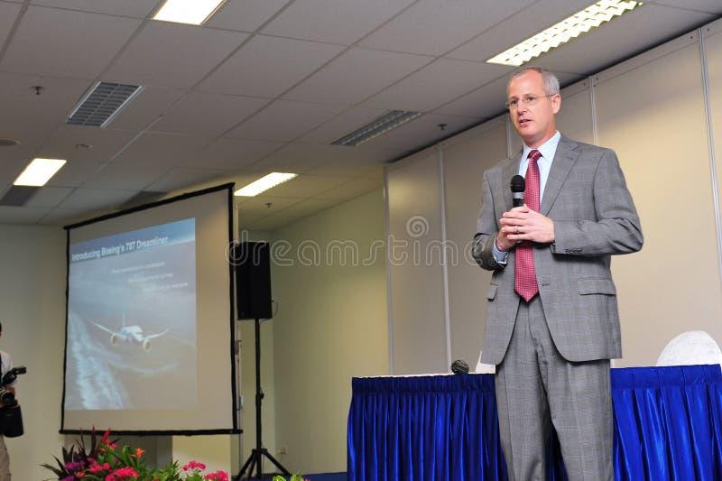 Zaznacza Jenks, rozpusta - prezydent mówi przy konferencją prasową przy Singapur Airshow 2012 Boeing 787 program rozwoju fotografia stock