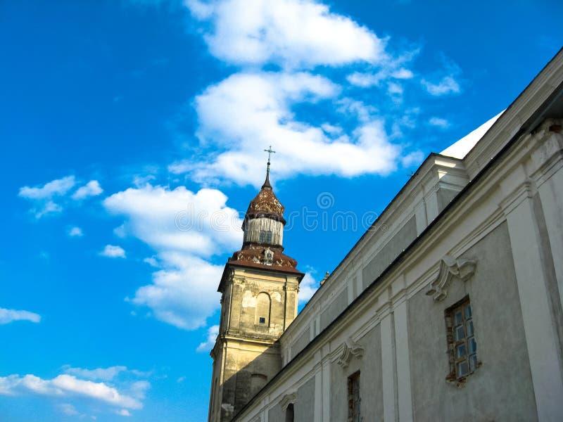 Zbarazh, de Oekra?ne - Maart 30, 2008: Kerk van de Katholieke Orde van Bernardines stock foto's