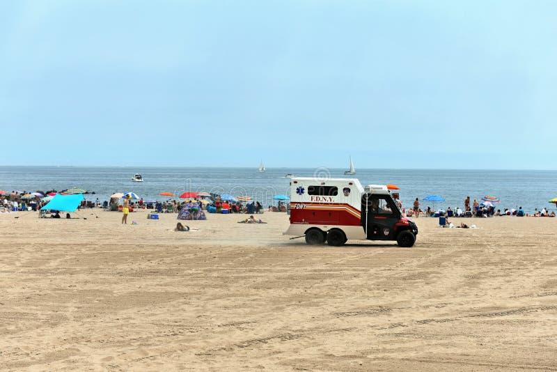 Zbawcza ochrony pomocy lata plaża nowy York zdjęcie royalty free