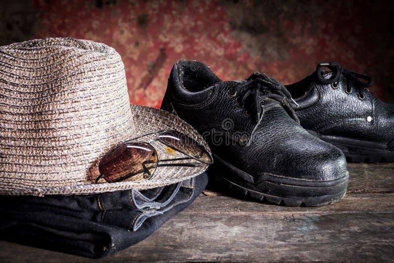 Zbawczy buty, czarni szkła i nienawiść zdjęcia royalty free