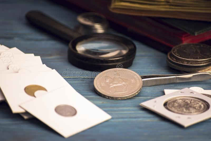 Zbiera stare wartościowe monety obrazy royalty free