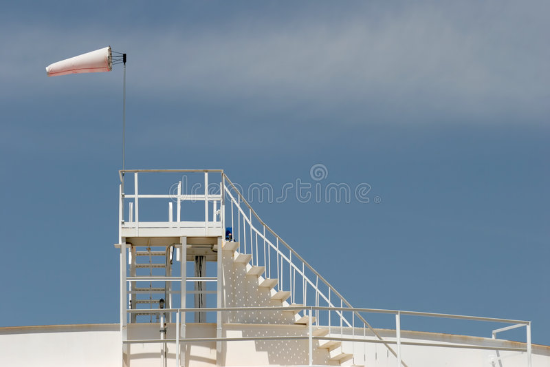 zbiorników magazynowych windsock oleju zdjęcia royalty free