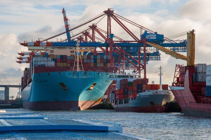 Zbiorników statki Marit Maersk Nor dozownik w porcie Hamburg i obraz stock