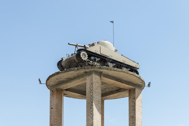 Zbiornik czasy wojny o niepodległość państwo izraelskie stojaki na wysokim piedestale na Pamiątkowym miejscu blisko A zdjęcia royalty free
