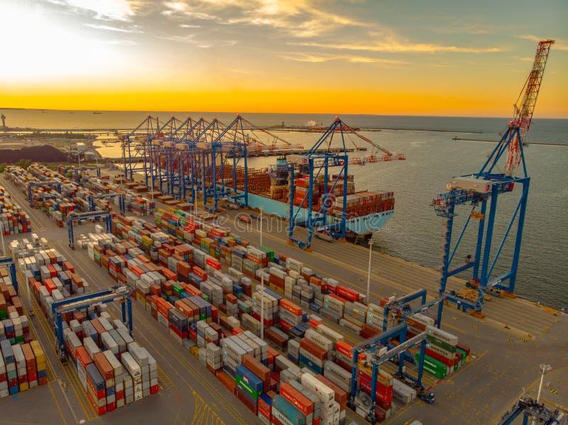 Zbiornika statek w portowy Gdańskim obrazy royalty free