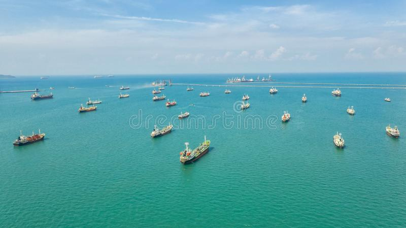 Zbiornikowiec do ropy, benzynowy tankowiec w wysokim morzu Rafineria przemysłu ładunku statek, widok z lotu ptaka, Tajlandia, w i zdjęcia royalty free