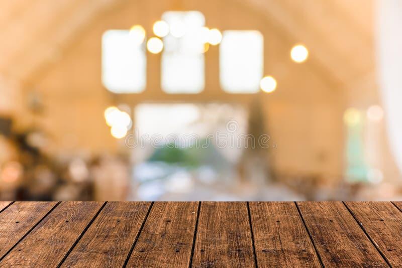 Zbliżenia drewna odgórny stary stół z plama sklepu z kawą i restauracji tłem fotografia stock