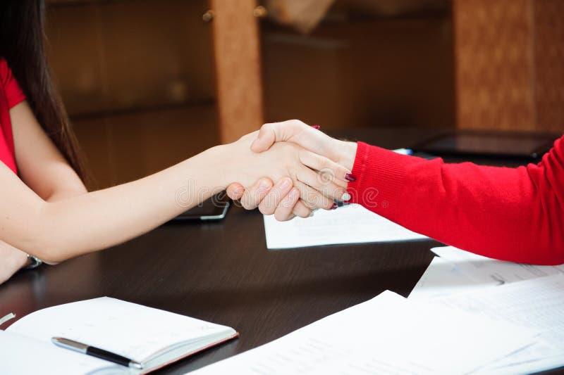Zbliżenie biznesowy uścisk dłoni, ludzie pojęć obrazy royalty free