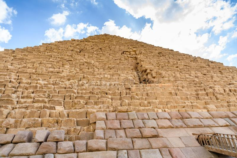 Zbliżenie widok na wielkim ostrosłupie Cheops w Giza plateau cairo Egypt fotografia royalty free