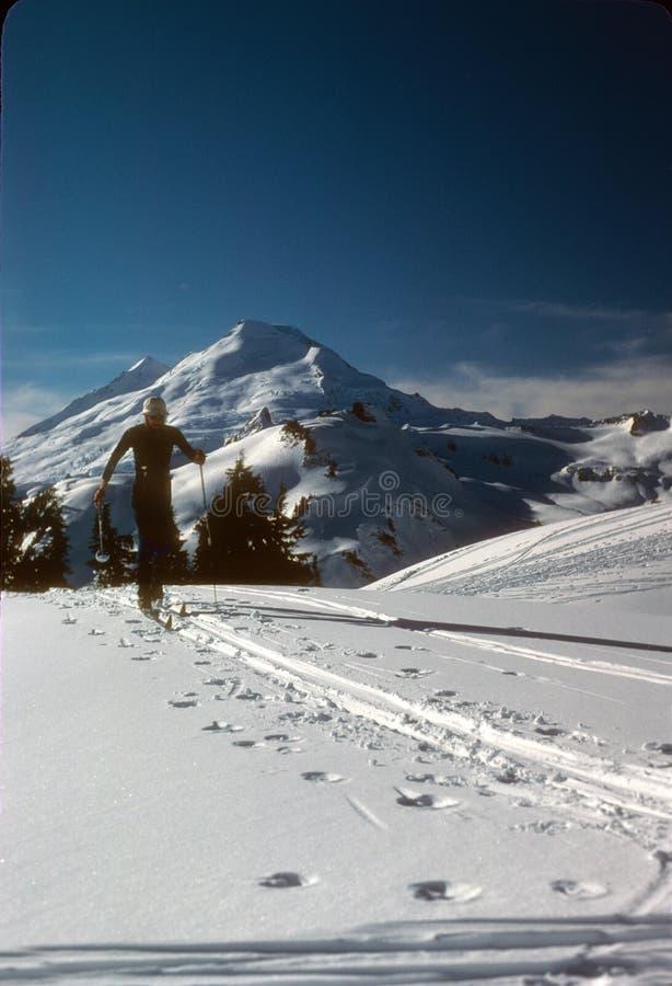 zbliżać nordic szczytowego narciarki szczytu telemark zdjęcie royalty free