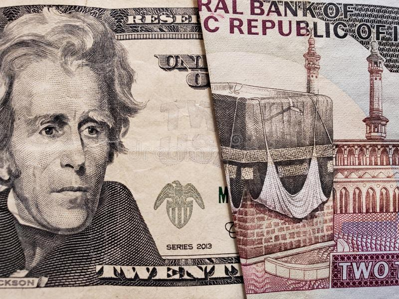 zbliża się amerykański banknot dwadzieścia dolarów i irański banknot 2000 riali fotografia stock