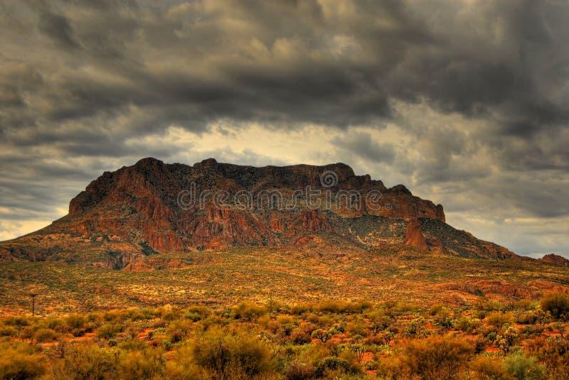zbliża się do 4 pustynna burza zdjęcie stock