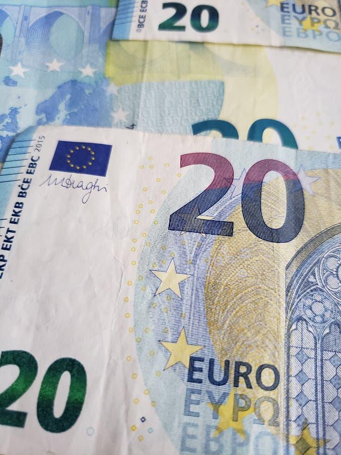 zbliża się europejscy banknoty dwadzieścia euro, tło i tekstura, zdjęcia stock