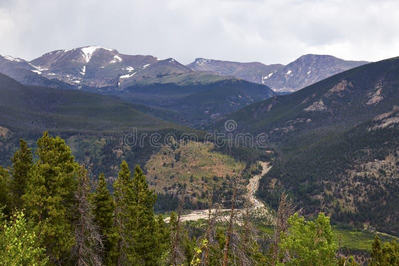 zbliżamy się do Colorado do góry hdr parku narodowego burzowe skalistą zimę obrazy stock