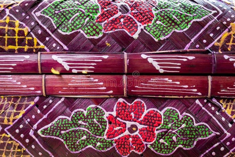Zbliżenia do tekstury i obrazów fioletowych tradycyjnych kosz balijskich lub kebena, używanych do przenoszenia ofert Bali, Indone obraz stock