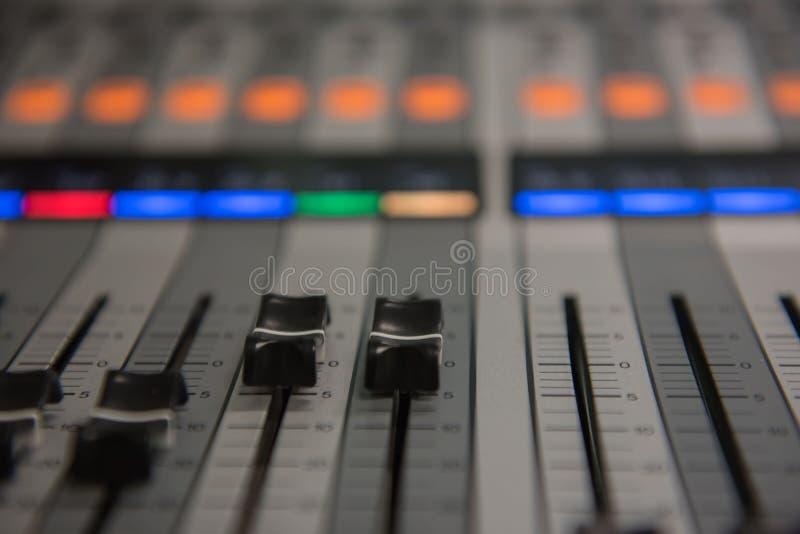 Zbliżenia dostosowania narzędzi rozsądnego melanżeru Audio muzyka, technologia obraz royalty free