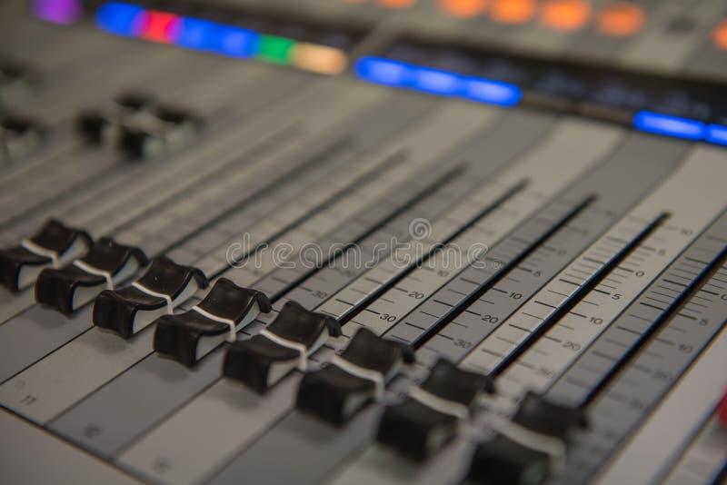 Zbliżenia dostosowania narzędzi rozsądnego melanżeru Audio muzyka, technologia fotografia royalty free