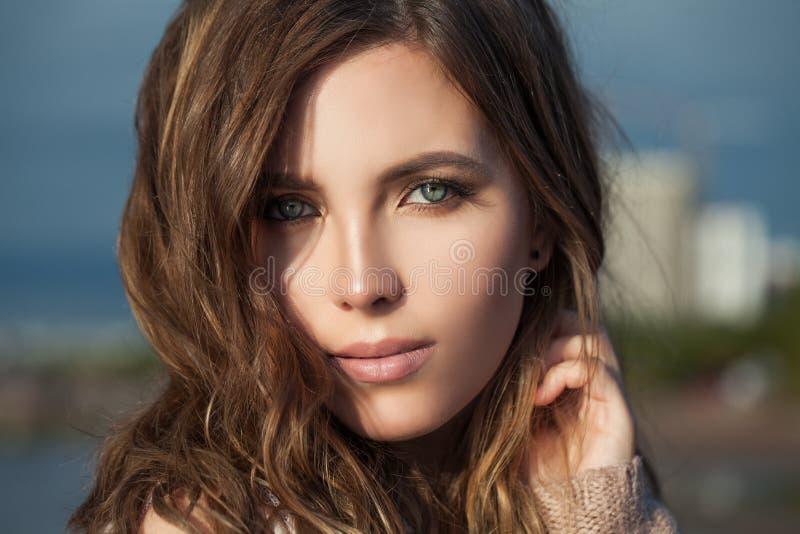 Zbliżenia piękna portret ładna kobieta Pi?kna wzorcowa twarz zdjęcie royalty free