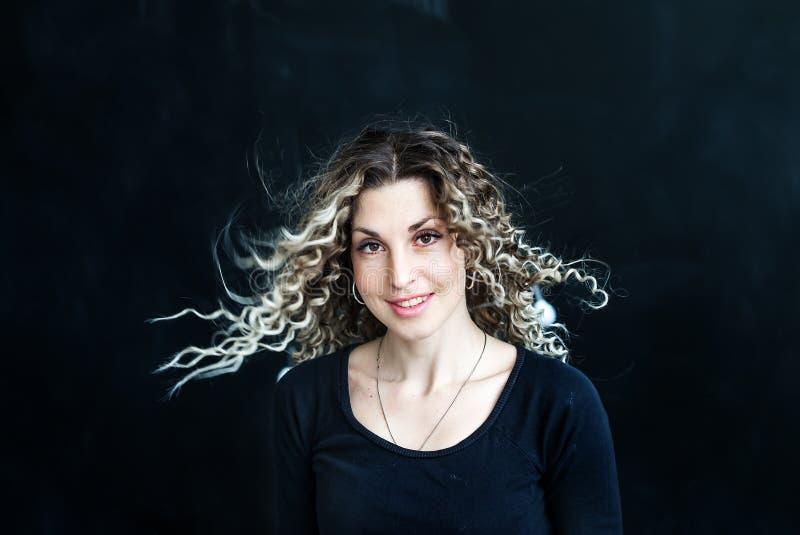 Zbliżenia piękna portret młoda caucasian dziewczyna z splendoru makeup fotografia stock