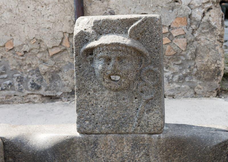 Zbliżenia społeczeństwa wodna pije fontanna, Scavi Di Pompei obraz royalty free