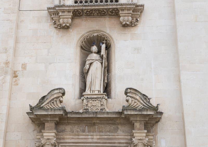 Zbliżenie święty w nyżowym above prawym drzwi, przód Chiesa Madre dei Santi Pietro e Paolo Galatina Włochy zdjęcia stock