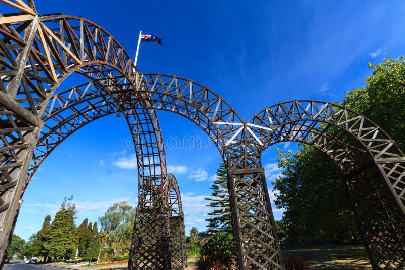 Zbliżenie archway wejście Rządowi ogródy, Rotorua, Nowa Zelandia zdjęcia stock