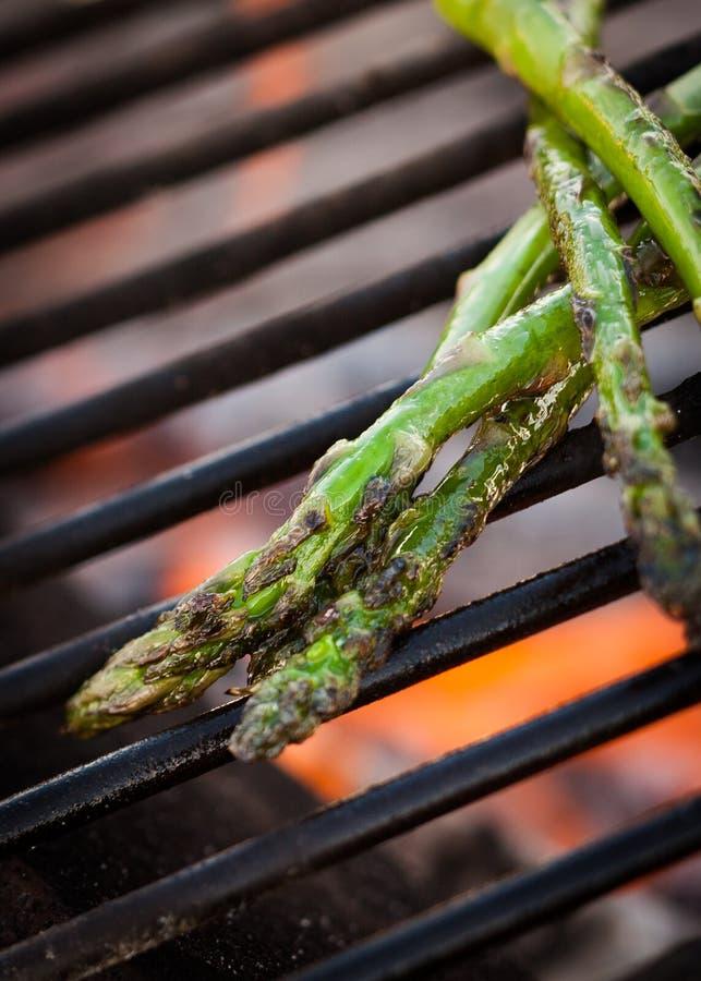 Zbliżenie asparagus na grillu fotografia stock